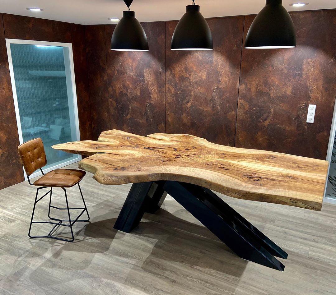 Table live-edge bois naturel pièce unique Salvateur Tarn