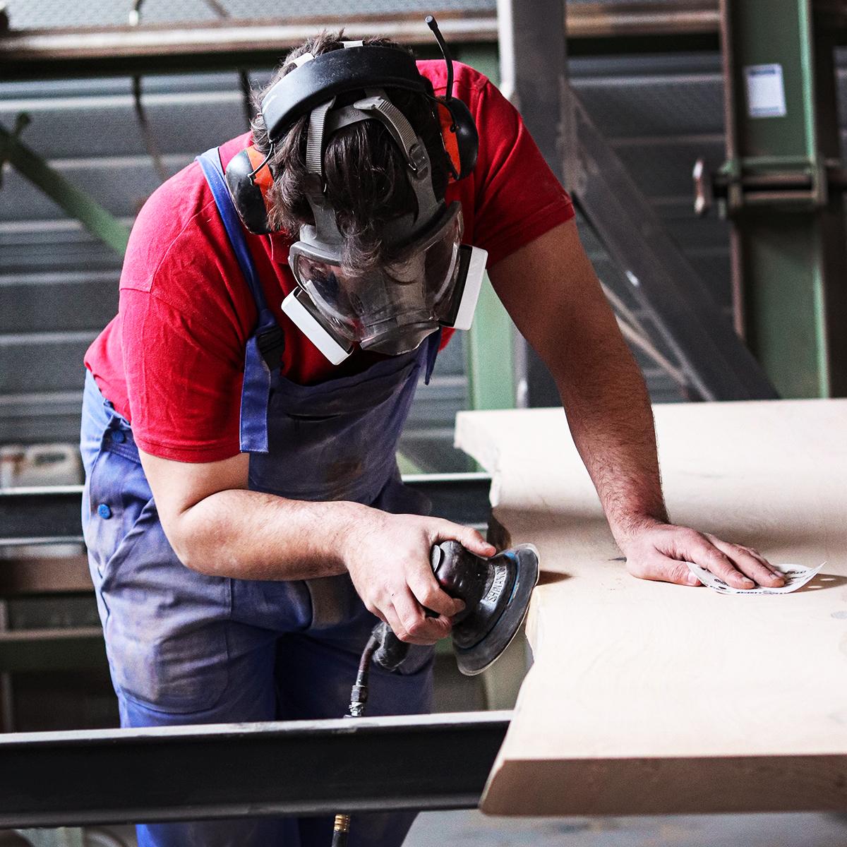 Travail de finition ponçage du bois - Salvateur