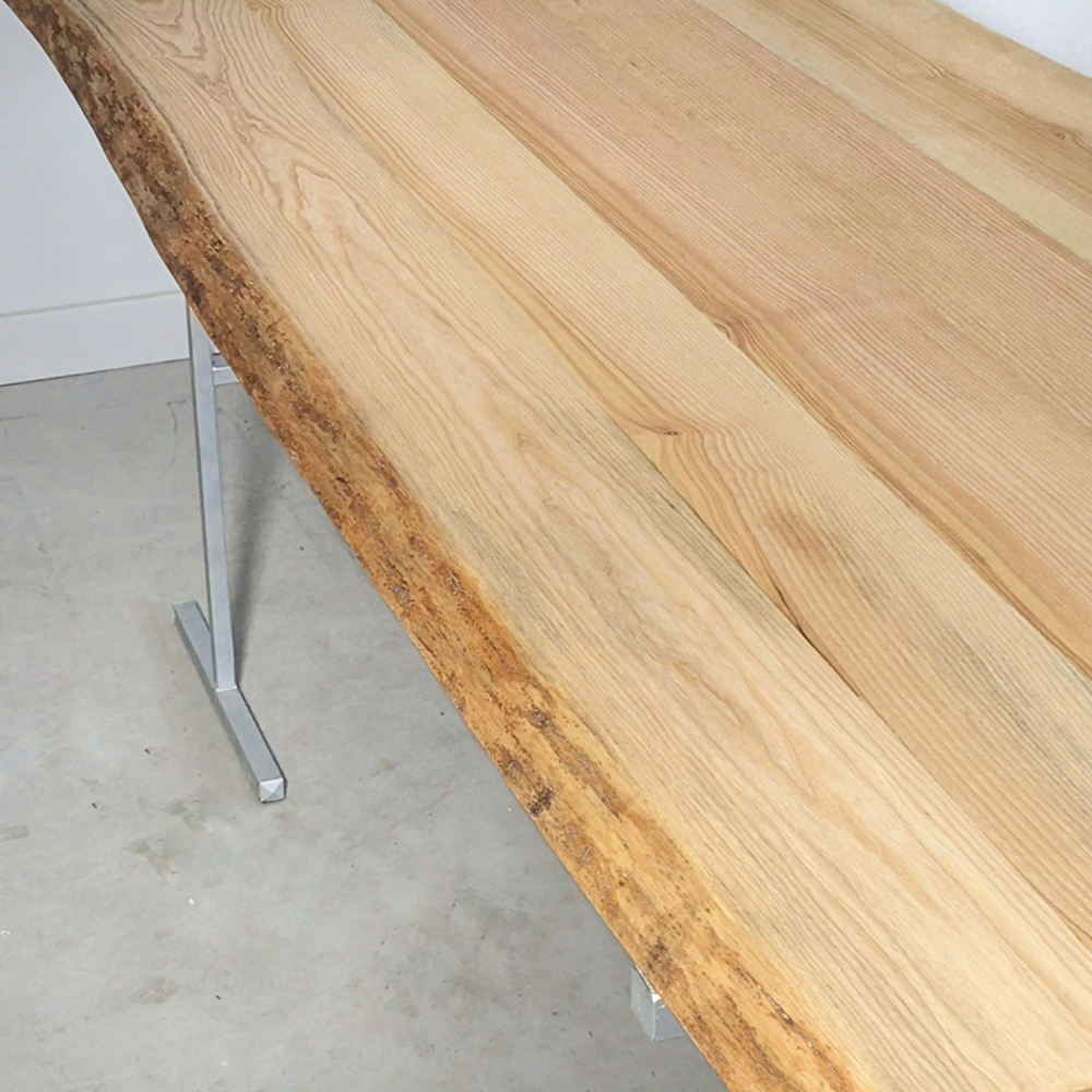 essence-de-bois-table-sur-mesure-live-edge-Salvateur-frêne-naturel-1
