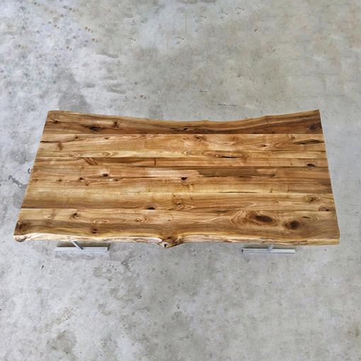 essence-de-bois-table-sur-mesure-live-edge-Salvateur-noyer-2