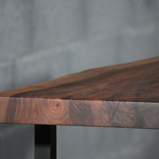 essence-de-bois-table-sur-mesure-live-edge-Salvateur-noyer-4