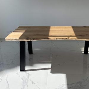 table-chene-naturel-pietement-metal-noir-sur-mesure-piece-unique-Salvateur