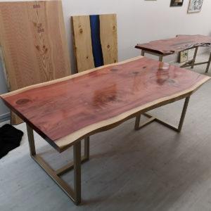 table-live-edge-free-form-bois-sequoia-vernis-Salvateur