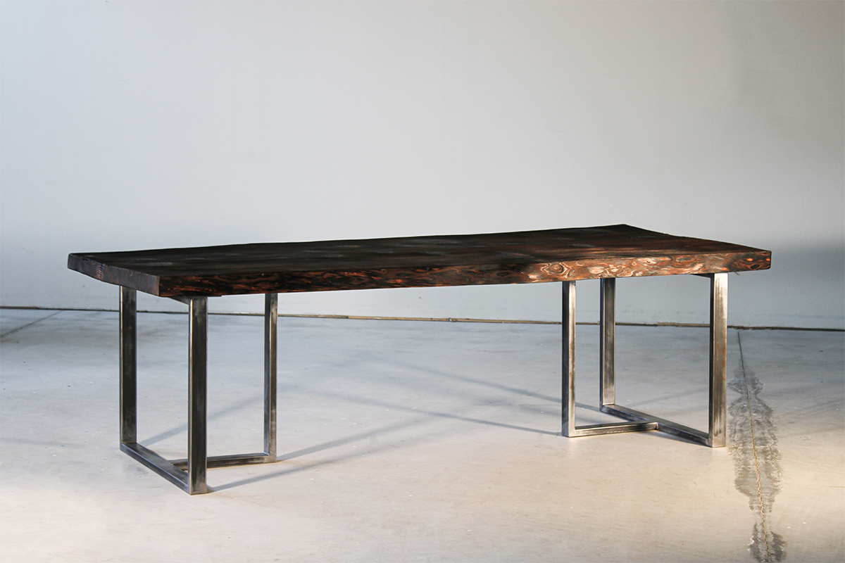 table-shou-sugi-ban-brun-Salvateur